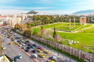 معبد زيوس الأولمبي في أثينا اليونان