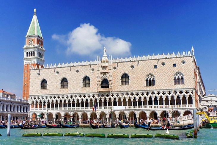 قصر دوجي
