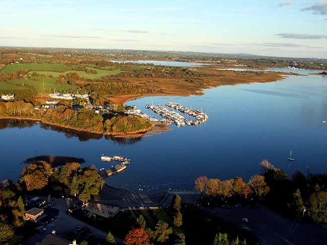 نهر شانون هو أطول نهر في أيرلندا.