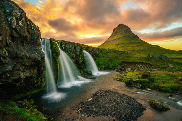 عدد السكان فى أيسلندا