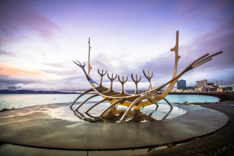 ريكيافيك عاصمة جزيرة ايسلندا
